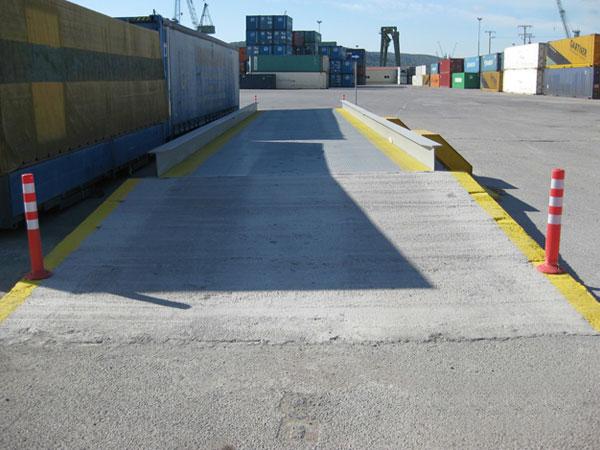 φορητή μεταλλική γεφυροπλάστιγγα επιφανείας στη ΒΙΠΕ Πειραιά, για ζύγιση container με 8 δυναμοκυψέλες
